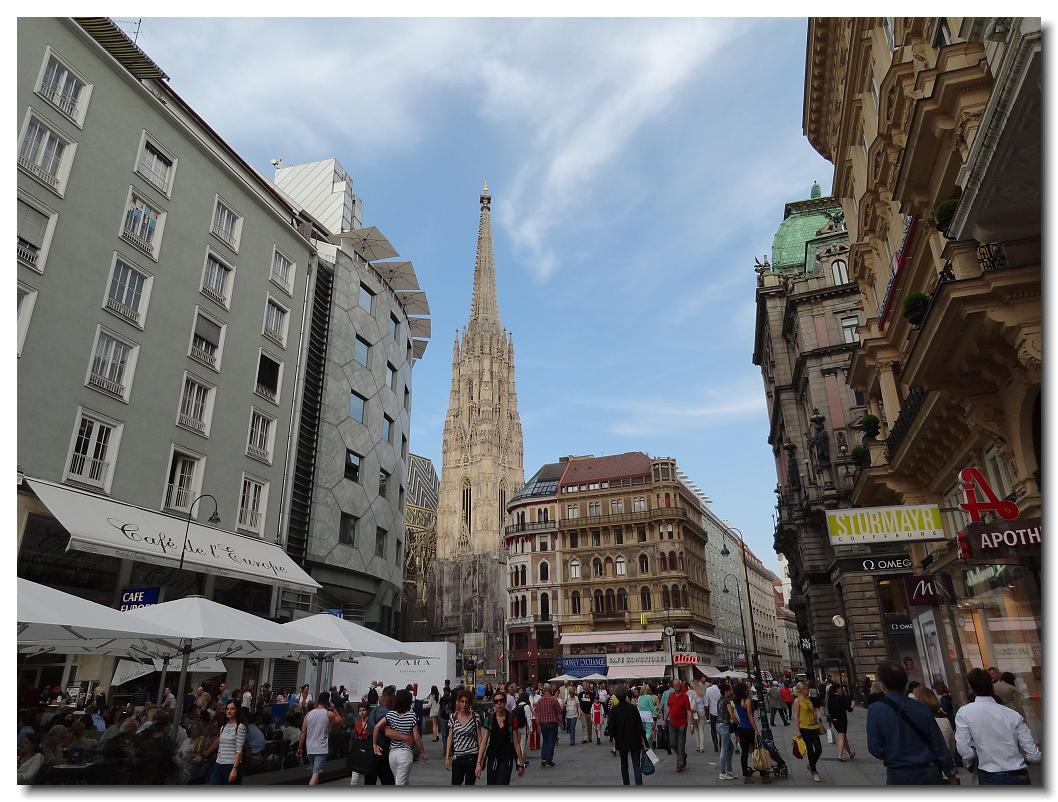 A walk on pedestrian Graben street heading toward Stephansplatz