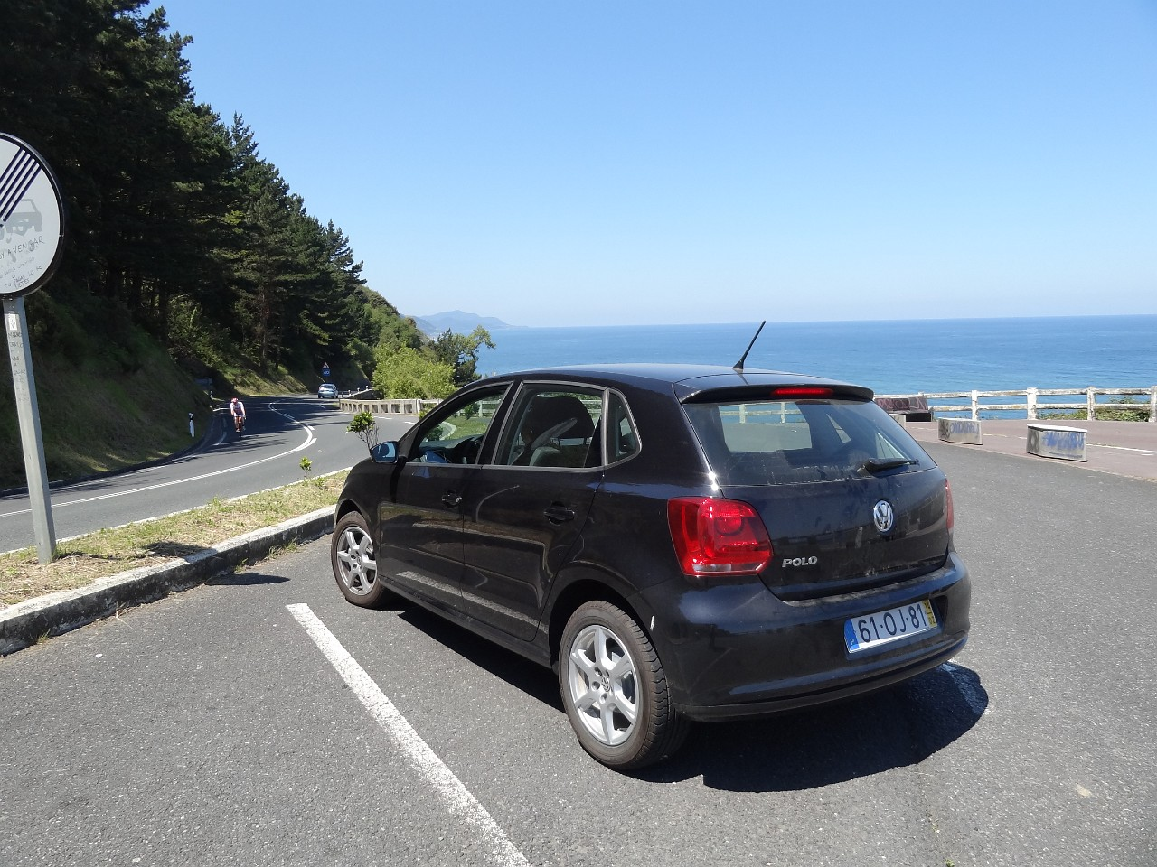 VW Polo on N-634 to Getaria