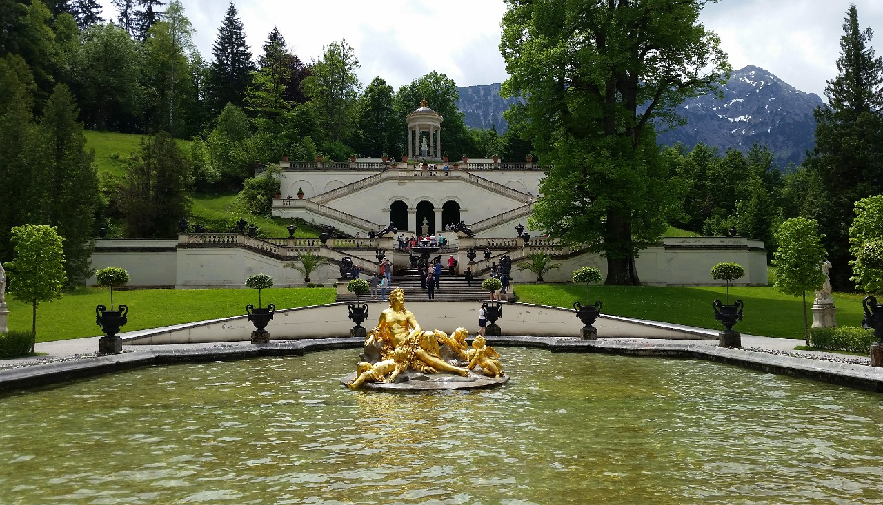 Linderhof Palace gardens and fountain