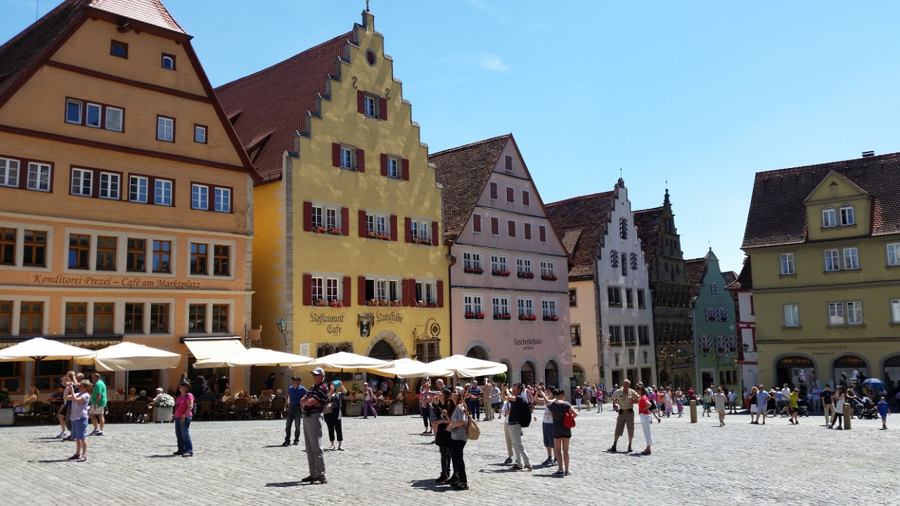 Rothenburg Marktplazt - What are all these people looking at? The historic clock permformance on the hour