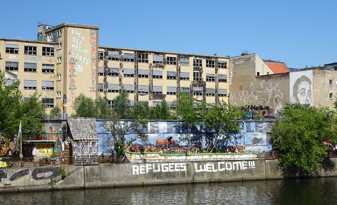 Refugees Welcome street mural on the Spree