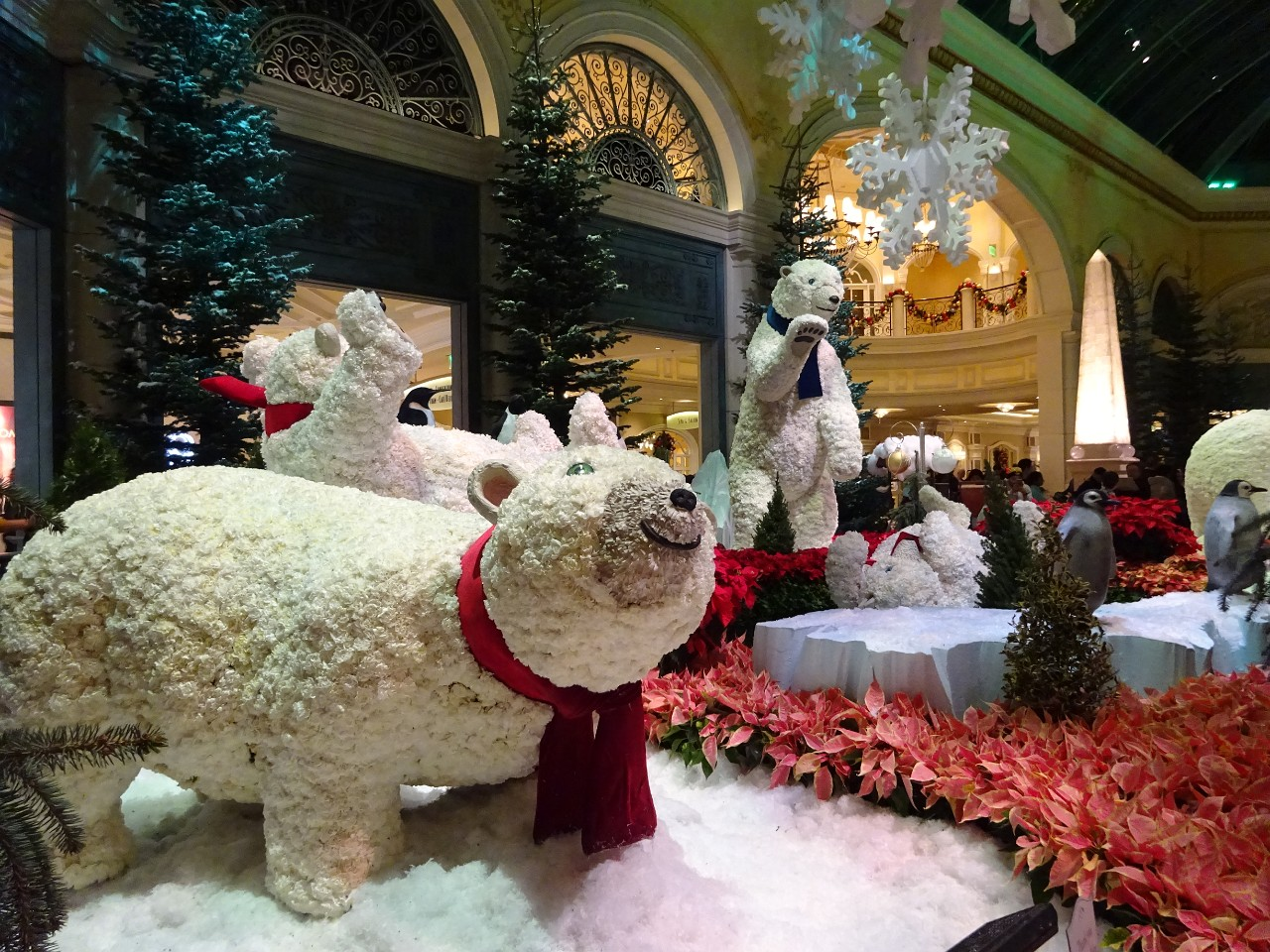 Bellagio polar bear family