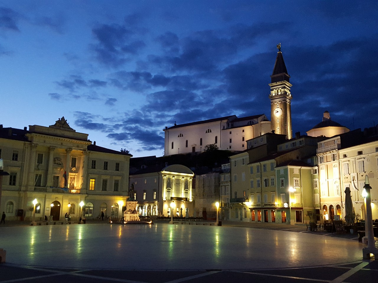 Piran Tartini Square at night