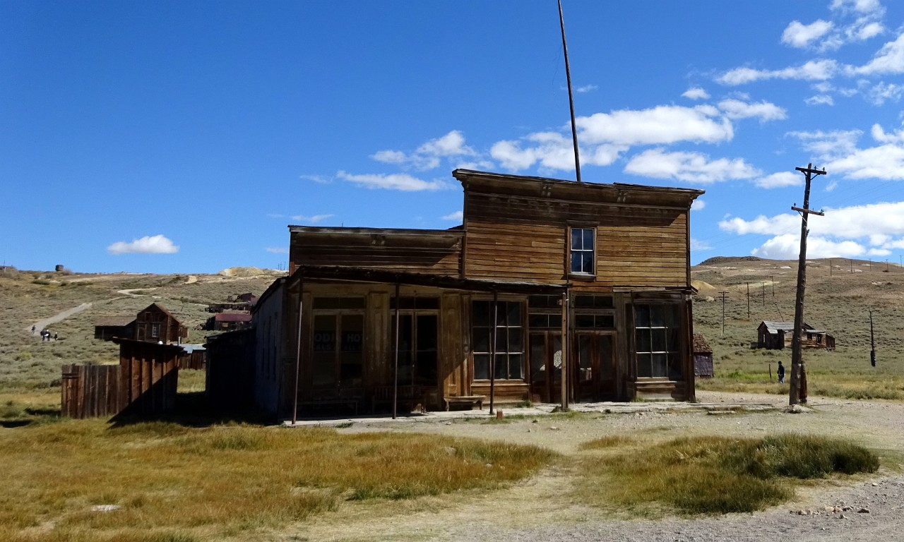 Wheaton Luhrs and Bodie hotel